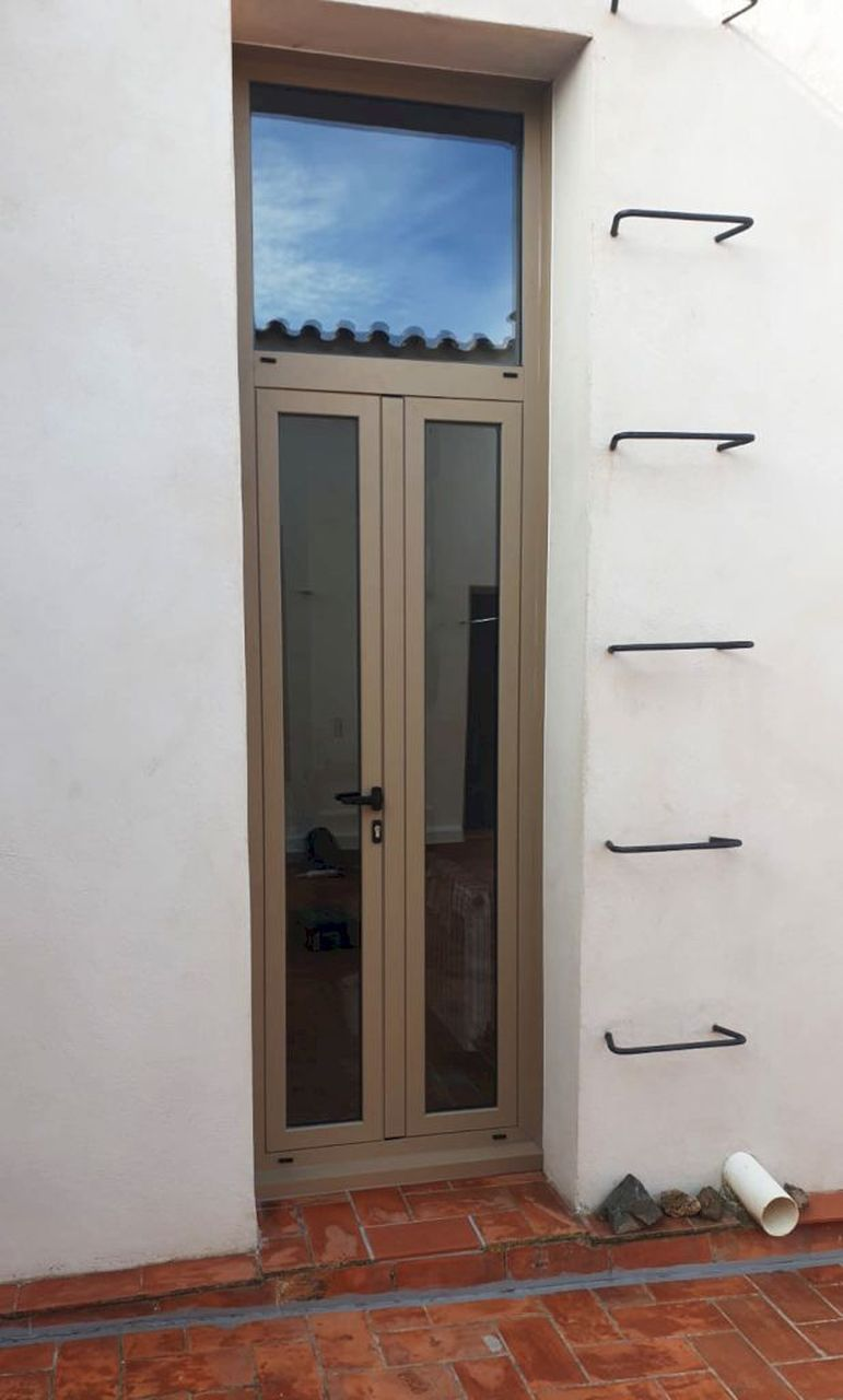 puerta aluminio casa