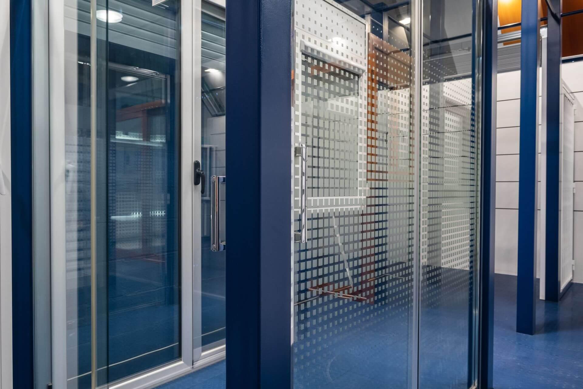 Exposición de aluminio y vidrio